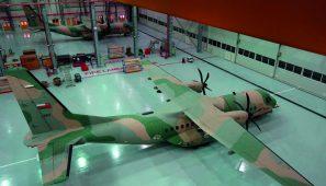 Hangar del aeropuerto de la Real Fuerza Aérea de Omán (Omán) / Oman Royal Air Force Airport Hangar (Oman)