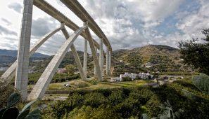 Puente sobre el río Seco /  Bridge over the Seco river